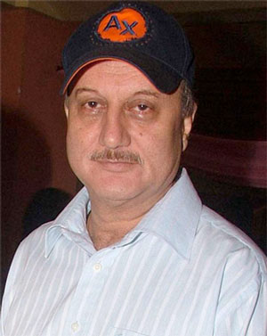 Anupam Kher to play Dhoni's father in biopic